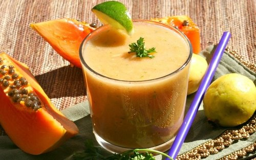 guava-papaya-smoothie