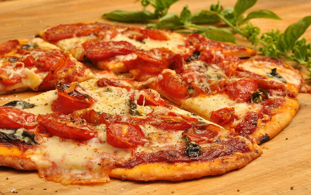 flatbread-tomato-pizza